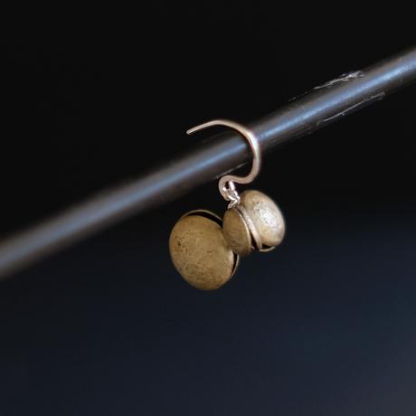 ヤマノイモのタネ M brass pierce (片耳)