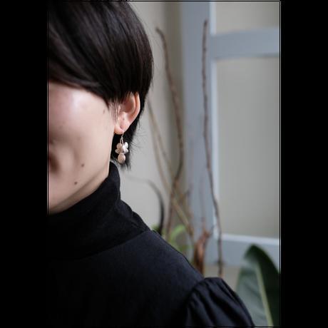 ヤマノイモのタネ 2粒 silver pierce (片耳)