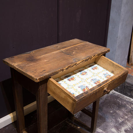 フランスブロカント、小さめサイズの古木デスク