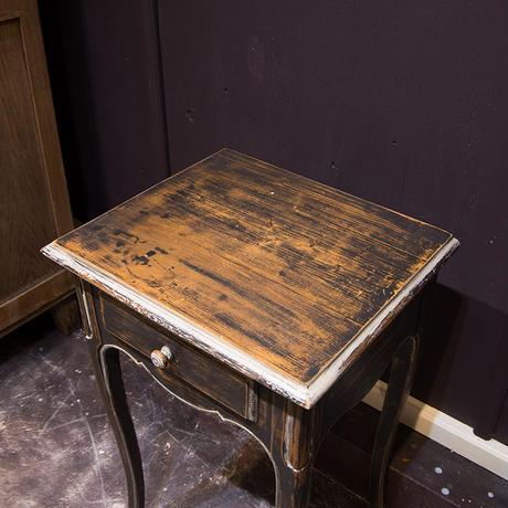 デコラティブなサイドテーブル