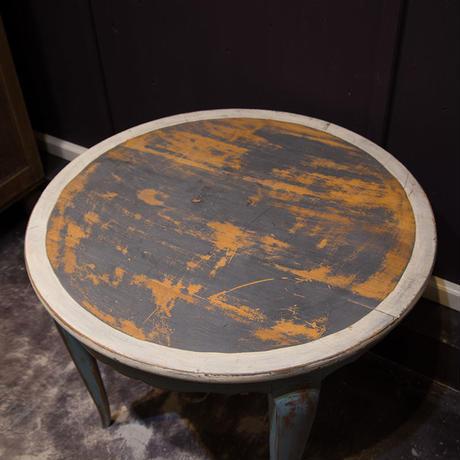 フランスで買い付けた丸テーブル