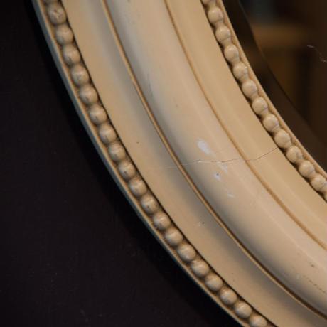 蚤の市で見つけた白い枠のミラー