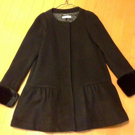 1回家で着ただけで外出してません。LilyBrown。上品なブラックコート。