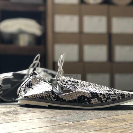 【SE-1096-C03】LACE SLIPON (PRINTED SNAKE WHITE)