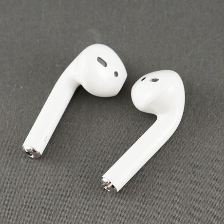 AirPods with Charging Case エアーポッズ ワイヤレスイヤホン USED超美品 第二世代 海外モデル Bluetooth MV7N2J/A 完動品 Apple 中古 A4415