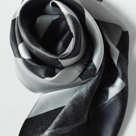 〈スカーフ〉 Le plus beau livre du monde 世界で一番美しい本