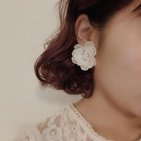 flower white beads pierce