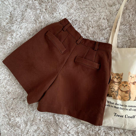 basic tuck short pants