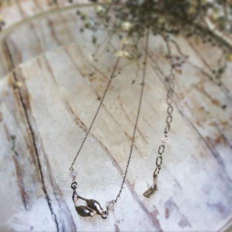 木の実のネックレス