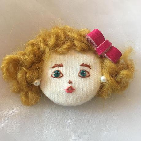 manon  dolls ブローチ