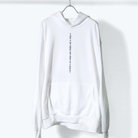 UNTRACE BACK QR PRINT/FRONT THE FUTURE STARTS TODAY. STITCH HOODIE (White×Navy)
