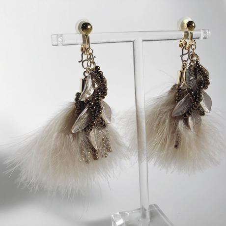 feather (pink beige)