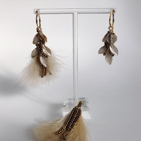 feather (yellow beige)