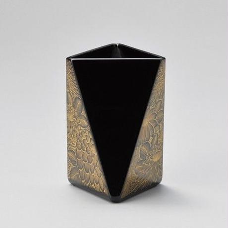 菊彫 ペン立て・三角(黒)