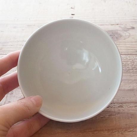青梅染付飯碗 by 石井佐枝
