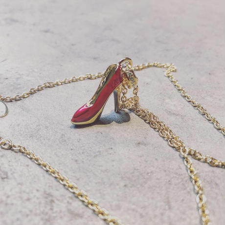 heel necklace