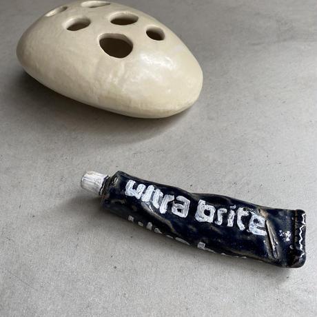 Ceramic Tube(陶器でできた歯磨き粉)