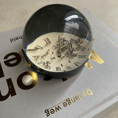 Black Base Lucite Dome with Watch Parts(時計のパーツを封入したルーサイトのオブジェ)