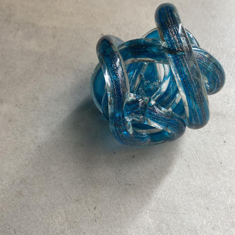 Glass Knot Blue(クルクル丸められたガラスのロープ)