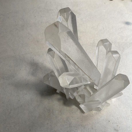 Lucite Crystal Cluster(ルーサイトでできた水晶クラスターオブジェ)