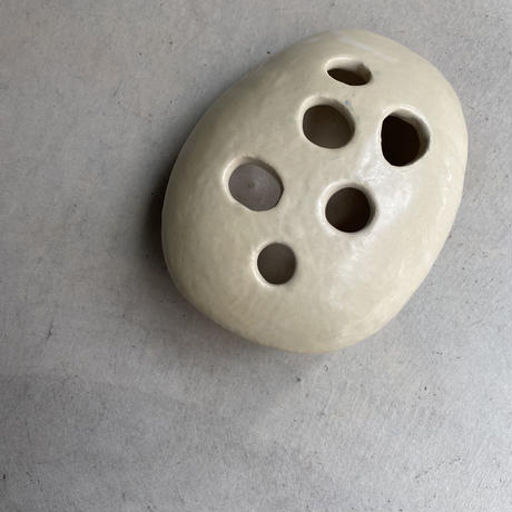 Ceramic Frog(陶器でできた穴あき置き物)