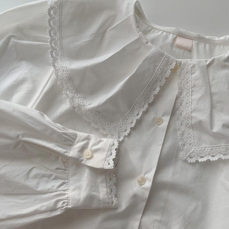 big lace collar blouse