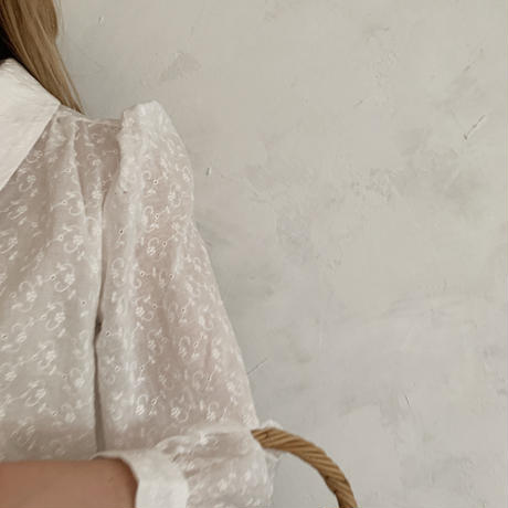 puff sleeve collar shirt[embroidery]