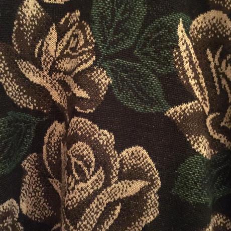 薔薇柄セーター  (白薔薇柄、ブラック)