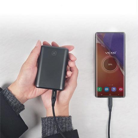 Quran2 Q10│充電式カイロを搭載した高速充電対応モバイルバッテリー