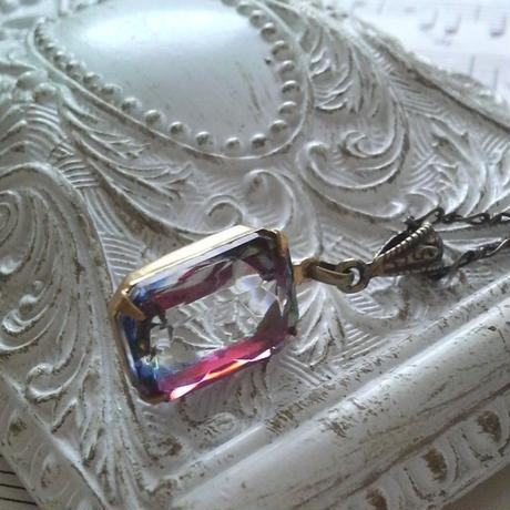 ヴィンテージ アイリスグラス(オクタゴン)金古美ネックレス