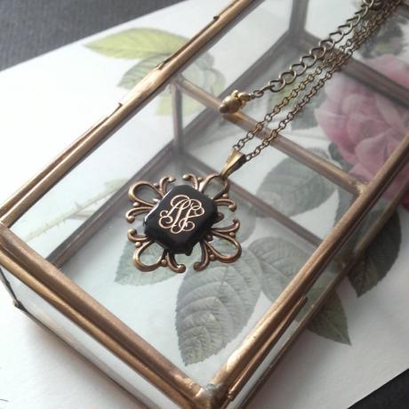 ヴィンテージ Monogramed Glass  ネックレス