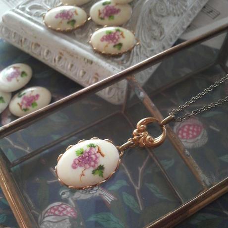 ヴィンテージ 葡萄(陶磁器)のネックレス