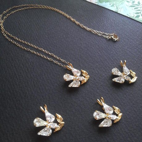 ヴィンテージ Dove with olive branch/swarovski  14kgfネックレス