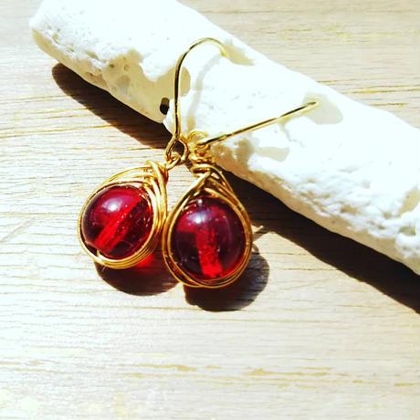 プチピアス赤い果実