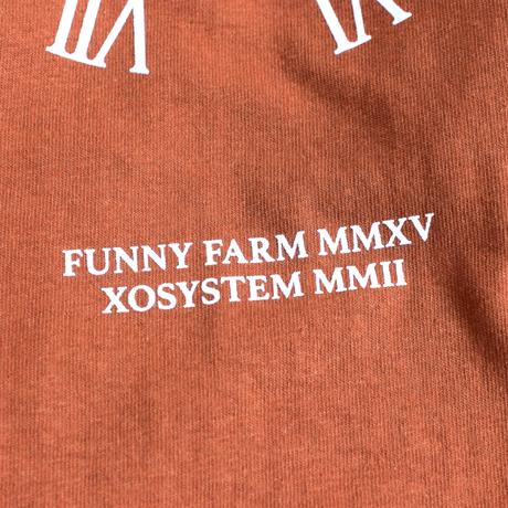 XOSYSTEM|XO × FUNNY FARM CLOCK L/S TEE |TX ORANGE