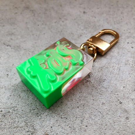 magma - Limited Keyring 'SPY' / Neon Green × Pink
