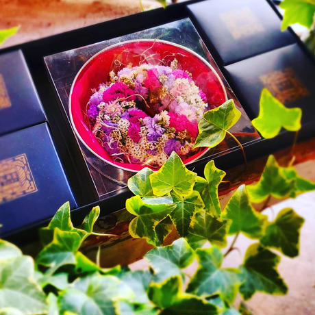 店舗受け取り専用ホワイトデーピンク系リース(3月1日からお渡し可)Helianthus garden オリジナルリース(ピンク系)とトリュフドーナツ・カカオ&エシレバター・ドーナツ4個 詰合せ