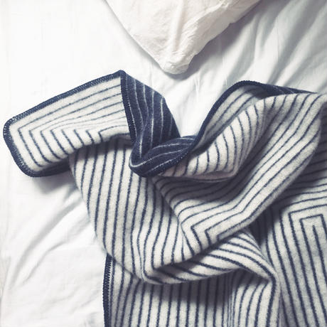 Stella blanket (white x navy)