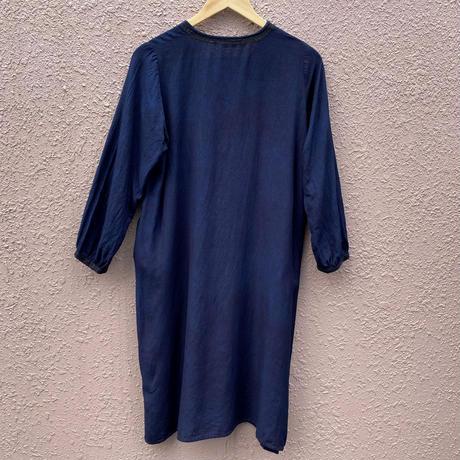 日頃の感謝を込めて大特価!!『一点物』藍染め刺繍入りワンピース唐松絞り 着丈95cm 『一点物』