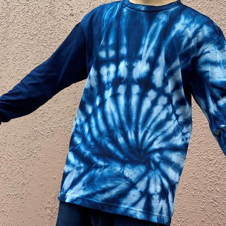 オールシーズンに活躍!藍染めロングスリーブTシャツ「渦ヴォルテックス」 絞り模様 男女兼用