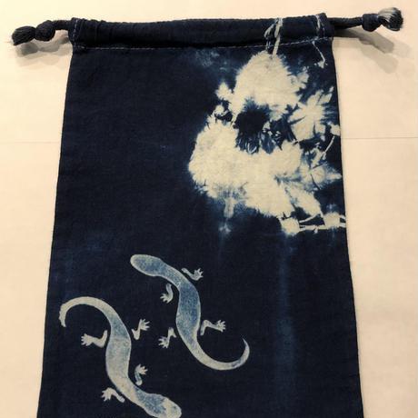 藍染め巾着「蜥蜴(とかげ)」型染め デザイン