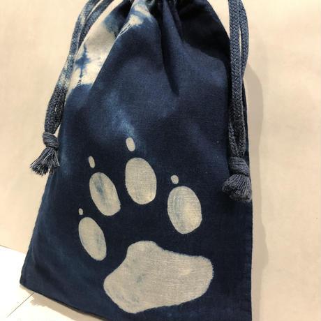 藍染め巾着「犬の手」型染め デザイン