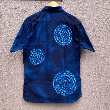 日頃の感謝を込めて大特価!!藍染めオックスフォード半袖Yシャツ 唐松絞り 幽玄夜空濃淡染め技法 男女兼用