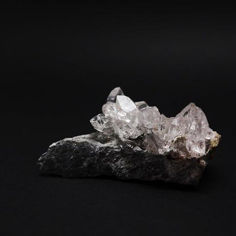 ガネーシュヒマール産ヒマラヤ水晶の小さなクラスター