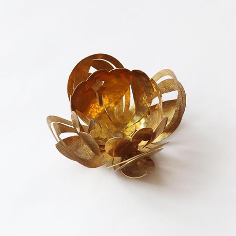 蓮型の真鍮キャンドルホルダー [ ハスアカリ ]