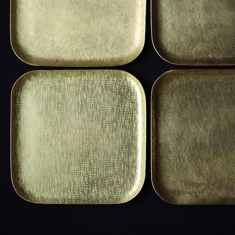 鎚目模様の真鍮スクエアプレート