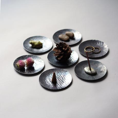 鎚目模様の豆皿(新月黒染)