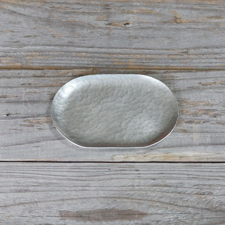 鎚目模様の小さな錫銀色ダエントレー