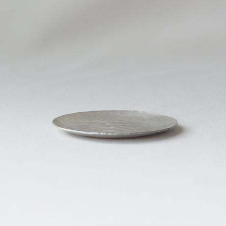 鎚目模様の真鍮豆皿  [ 錫銀 ]