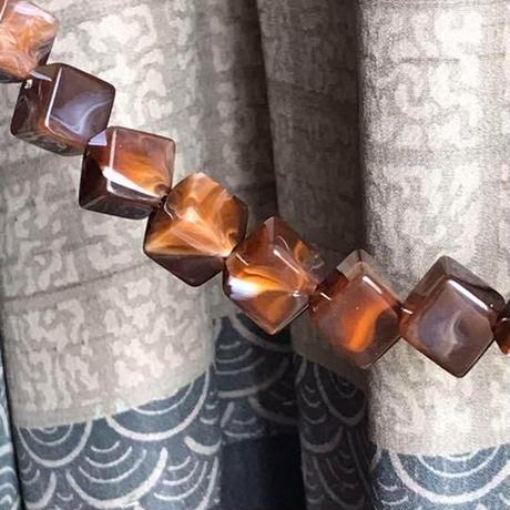 キューブデザインの男性用羽織紐 ブラウン